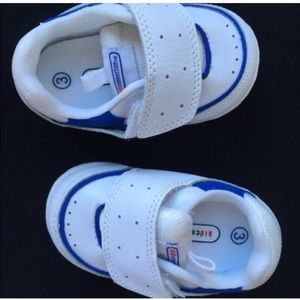 Kidconnection blue and white shoes